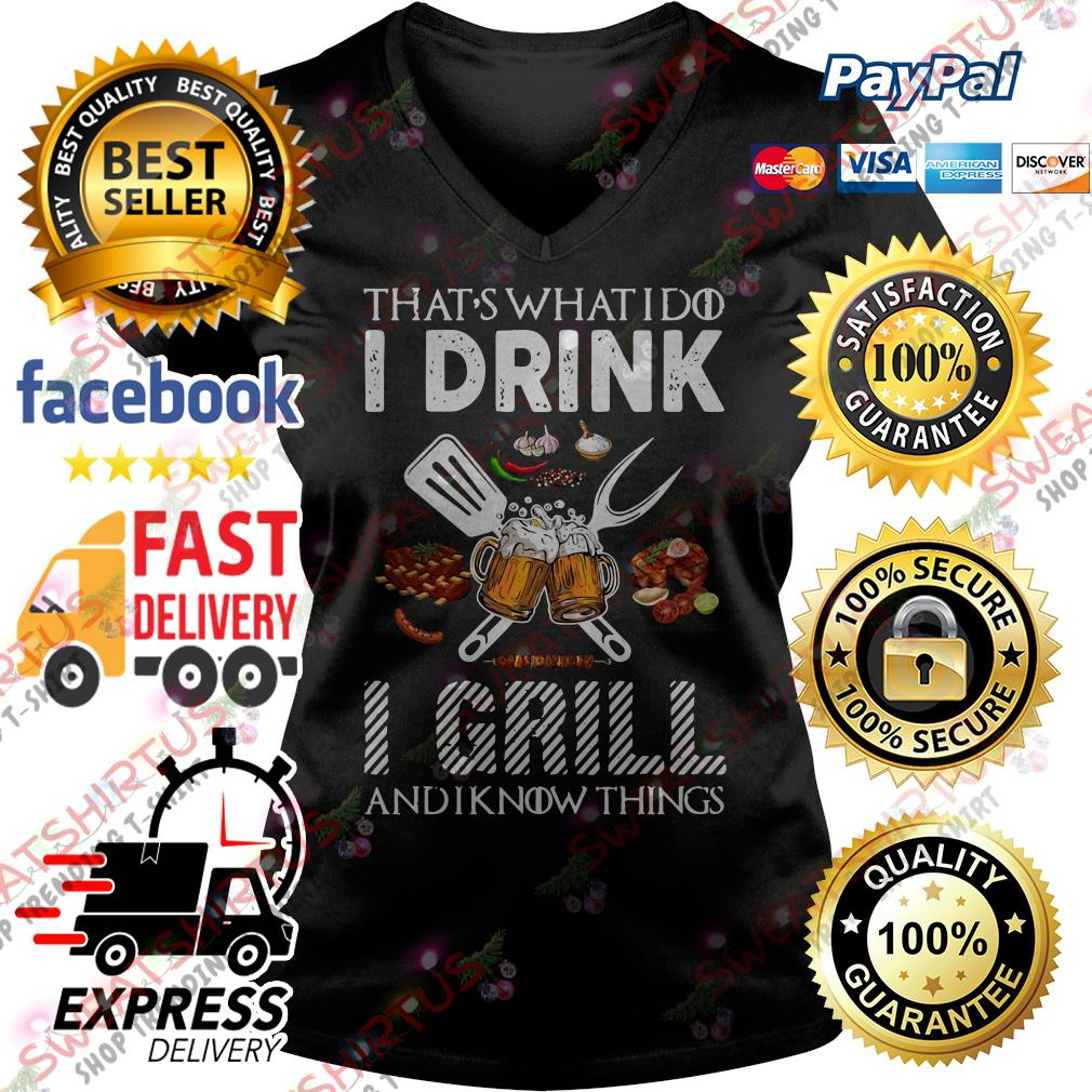 BBQ that's what I do I drink I grill and I know things V-neck T-shirt