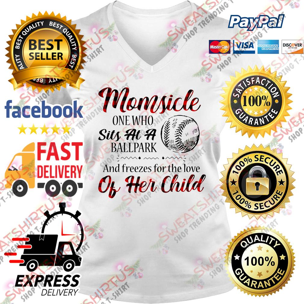 Momside one who sits at a ballpark and freezes for the love of her child V-neck T-shirt