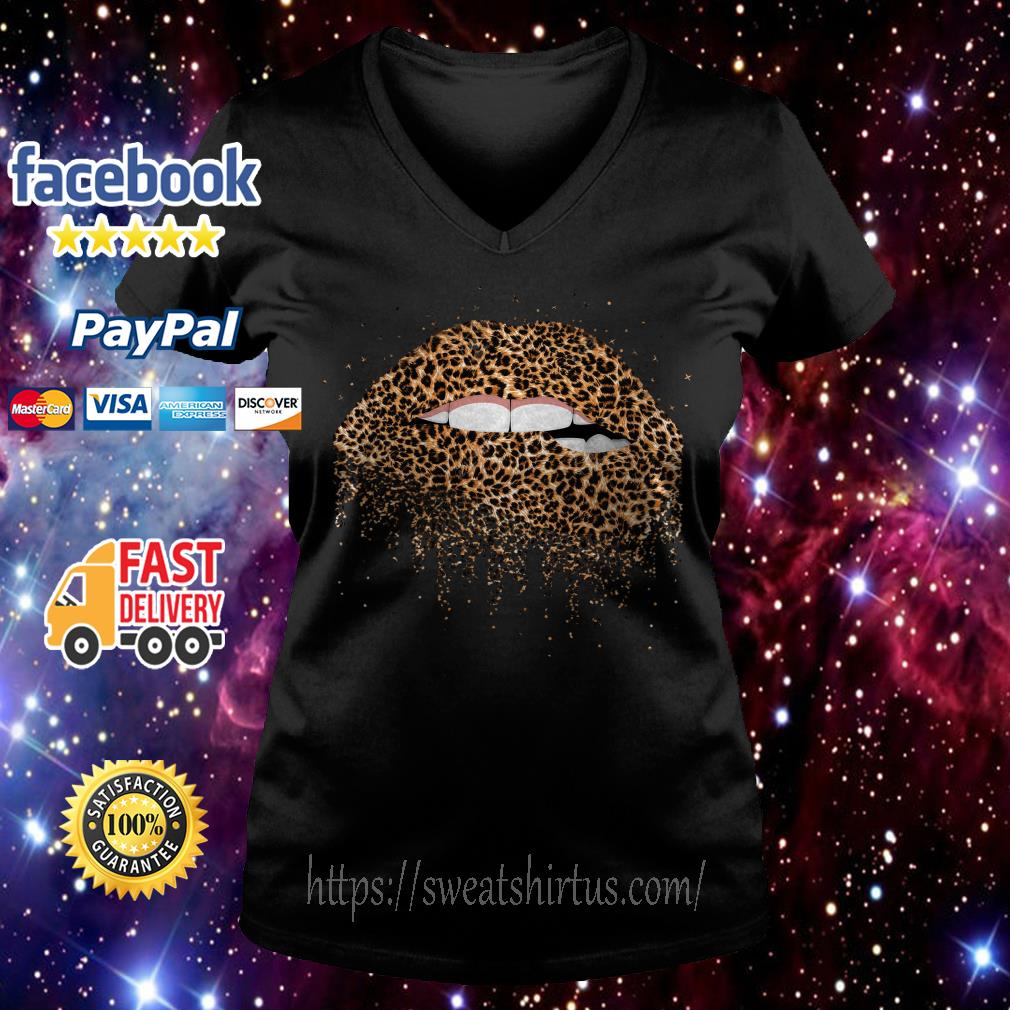 Leopard print lips V-neck T-shirt