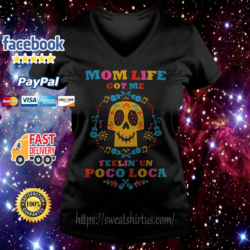 Mom life got me feelin' un poco loca V-neck T-shirt
