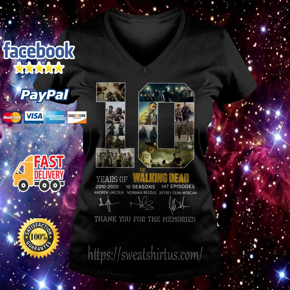 10 years of The Walking Dead 2010-2020 10 seasons 147 episodes signatures V-neck T-shirt