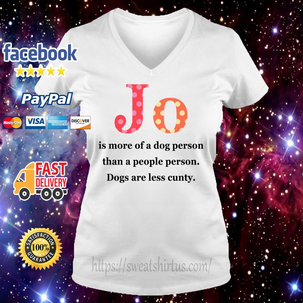 Jo is more of a dog person than a people person dogs are less cunty V-neck t-shirt