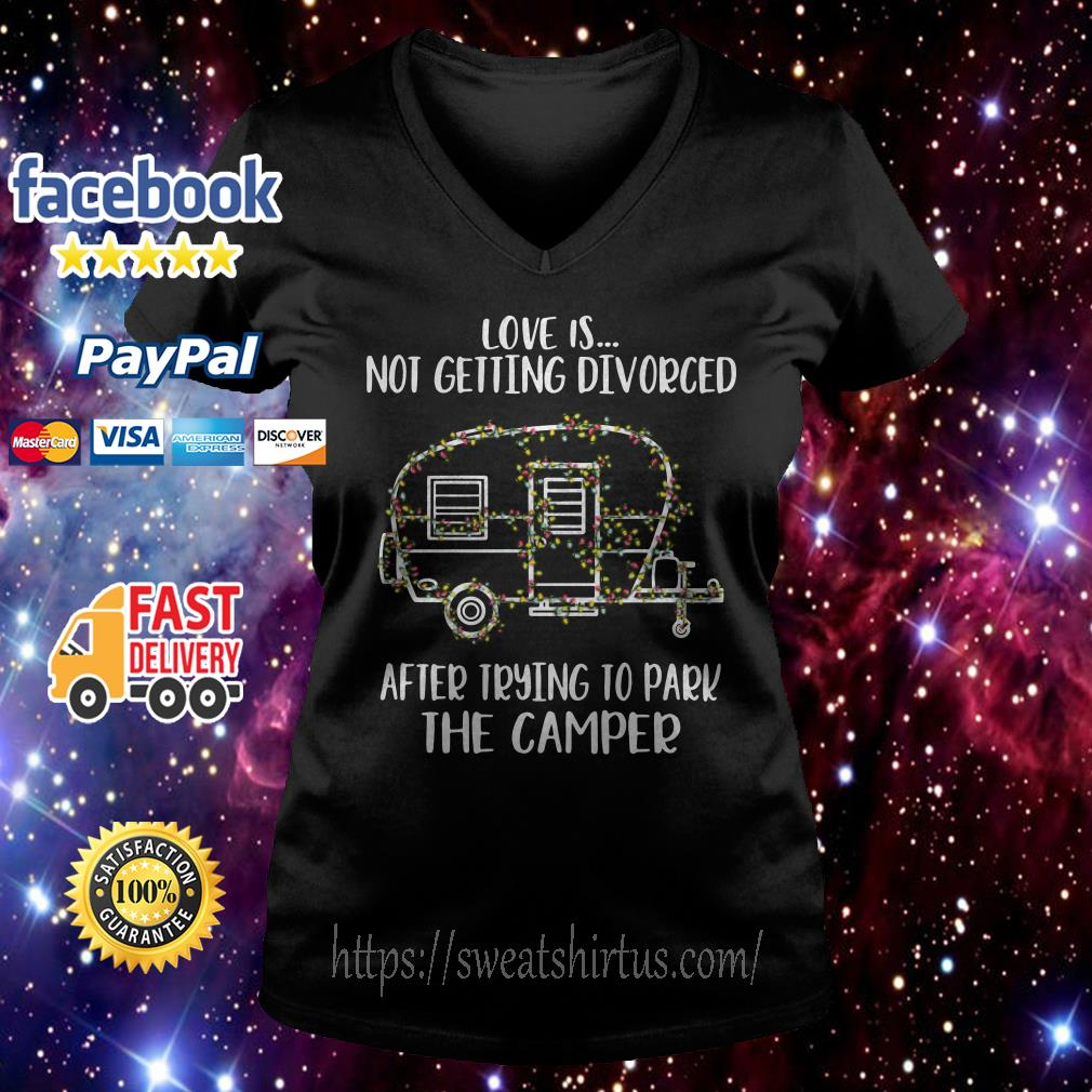 Light Christmas love is not getting divorced after trying to park the camper V-neck T-shirt